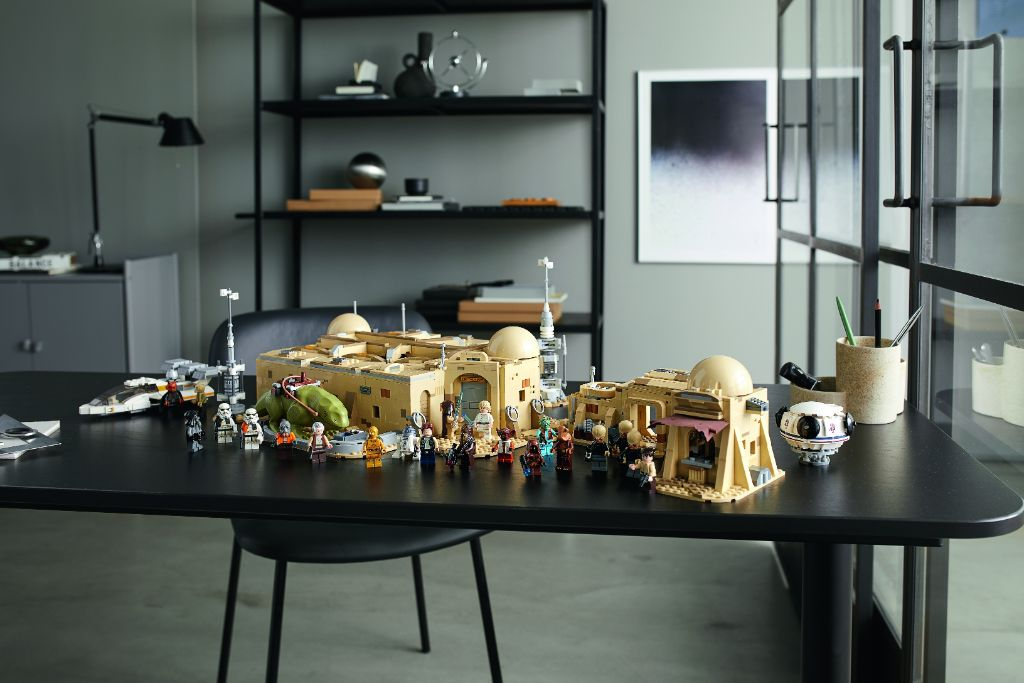 LEGO Star Wars 75290 Mos Eisley Cantina 17