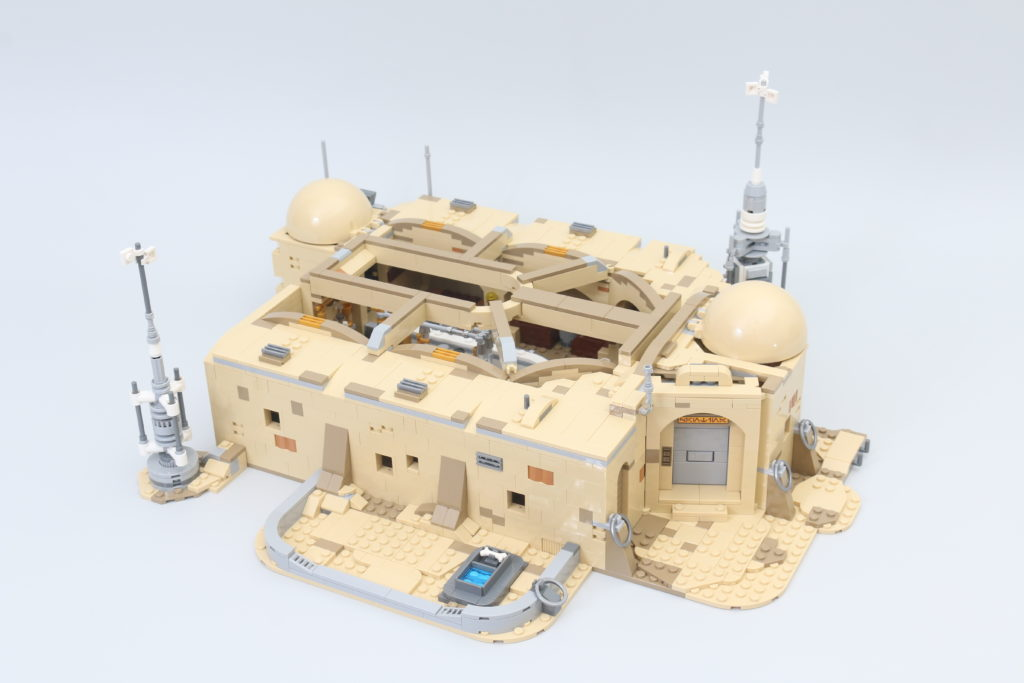 LEGO Star Wars 75290 Mos Eisley Cantina Review 31