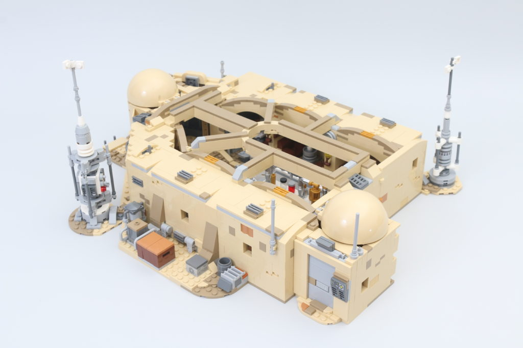 LEGO Star Wars 75290 Mos Eisley Cantina Review 32