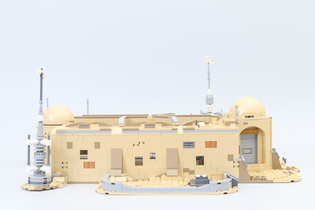 LEGO Star Wars 75290 Mos Eisley Cantina Review 34