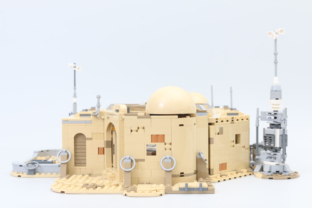 LEGO Star Wars 75290 Mos Eisley Cantina Review 35