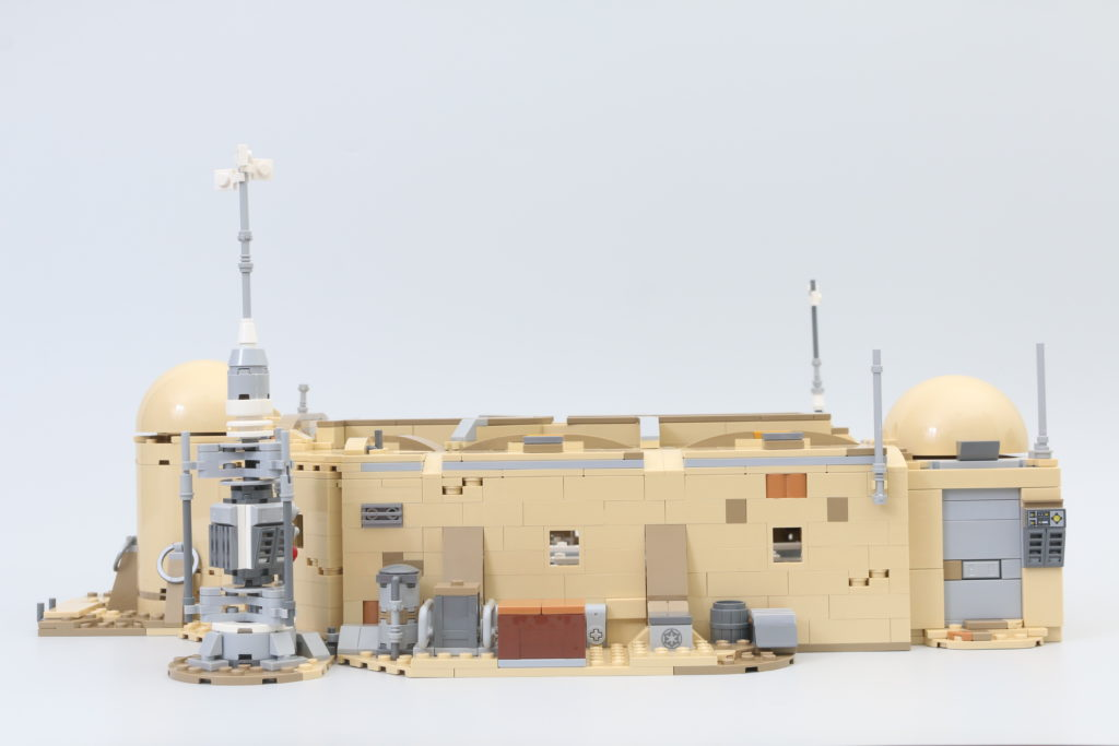 LEGO Star Wars 75290 Mos Eisley Cantina Review 36