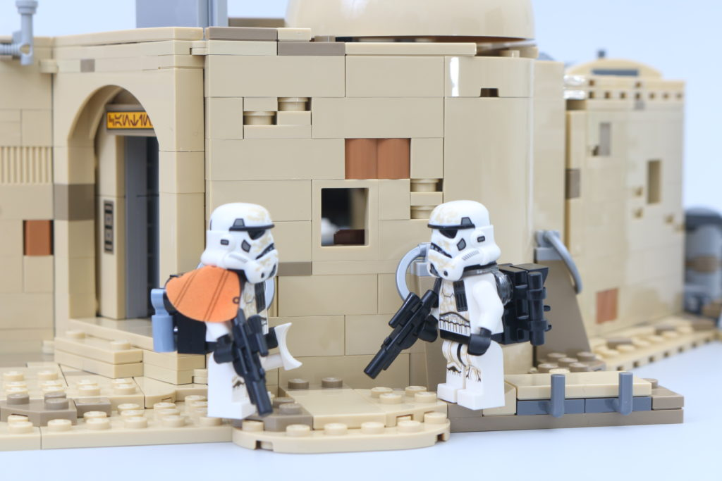 LEGO Star Wars 75290 Mos Eisley Cantina Review 40