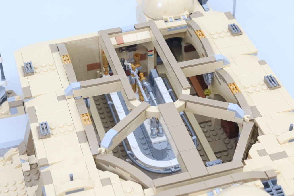 LEGO Star Wars 75290 Mos Eisley Cantina Review 41