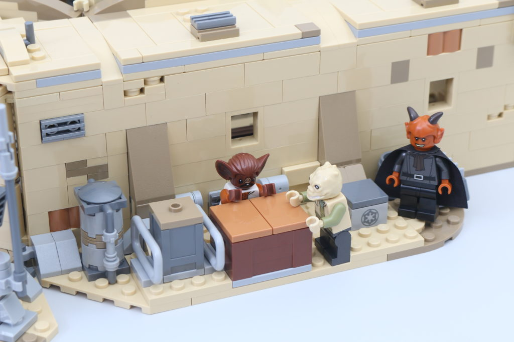 LEGO Star Wars 75290 Mos Eisley Cantina Review 42