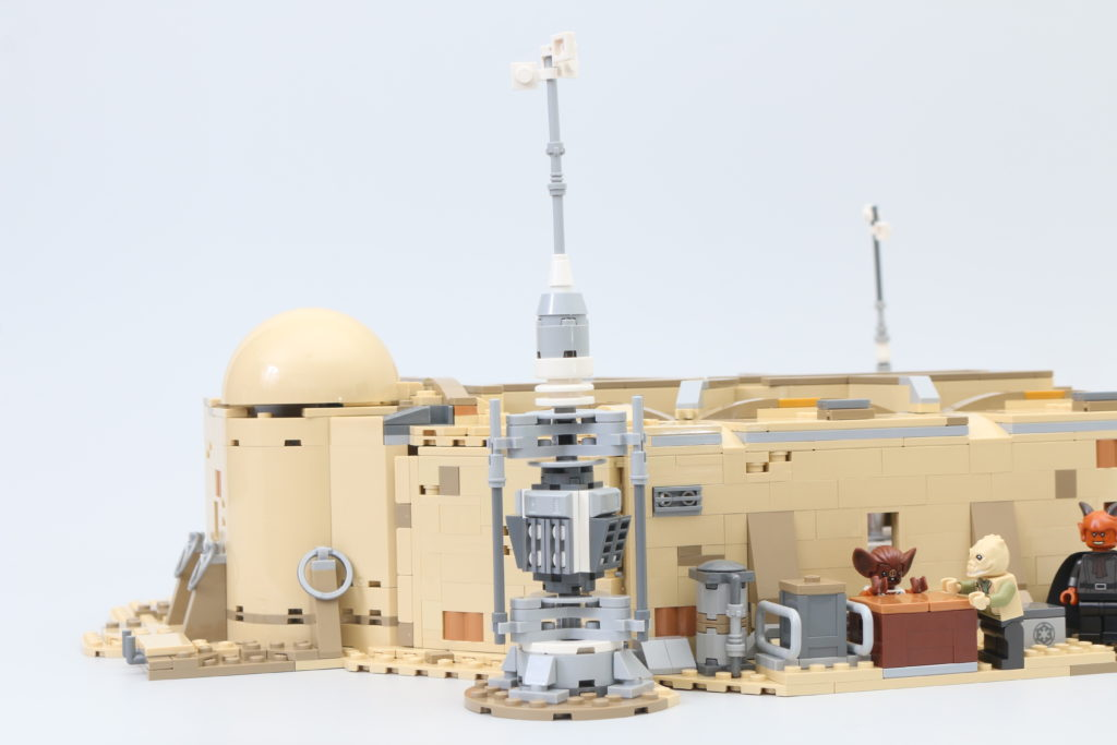 LEGO Star Wars 75290 Mos Eisley Cantina Review 43