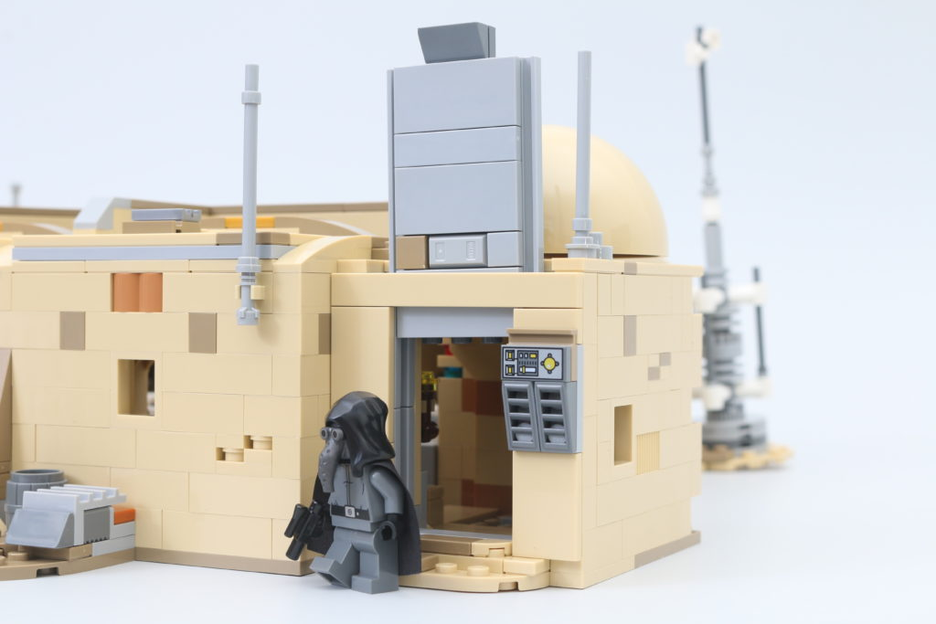 LEGO Star Wars 75290 Mos Eisley Cantina Review 44