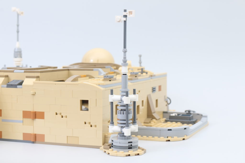 LEGO Star Wars 75290 Mos Eisley Cantina Review 45