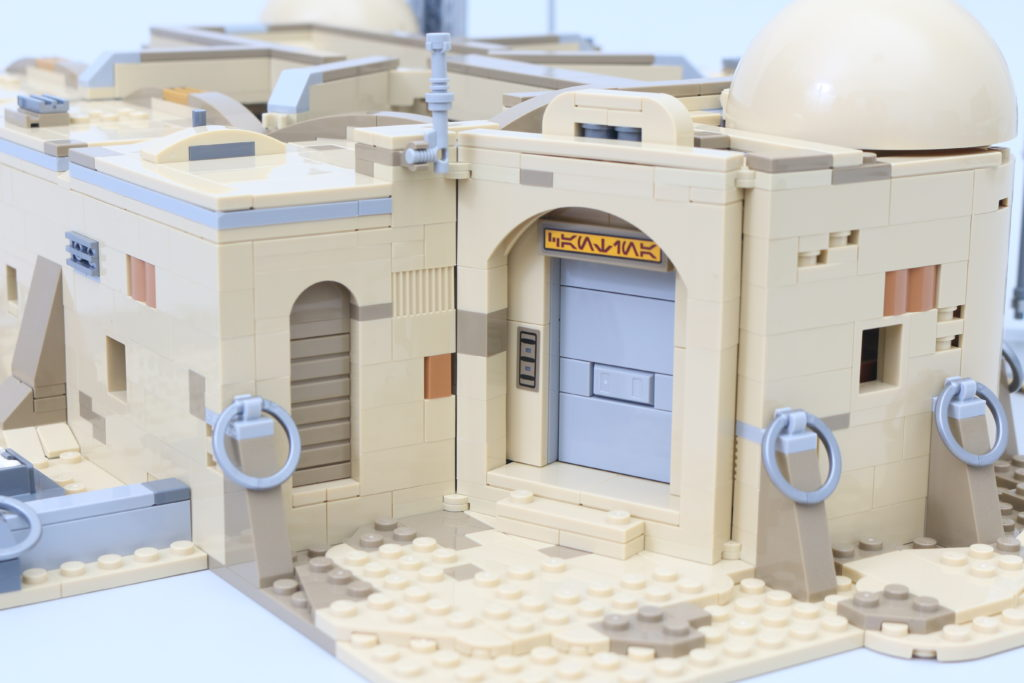 LEGO Star Wars 75290 Mos Eisley Cantina Review 46i