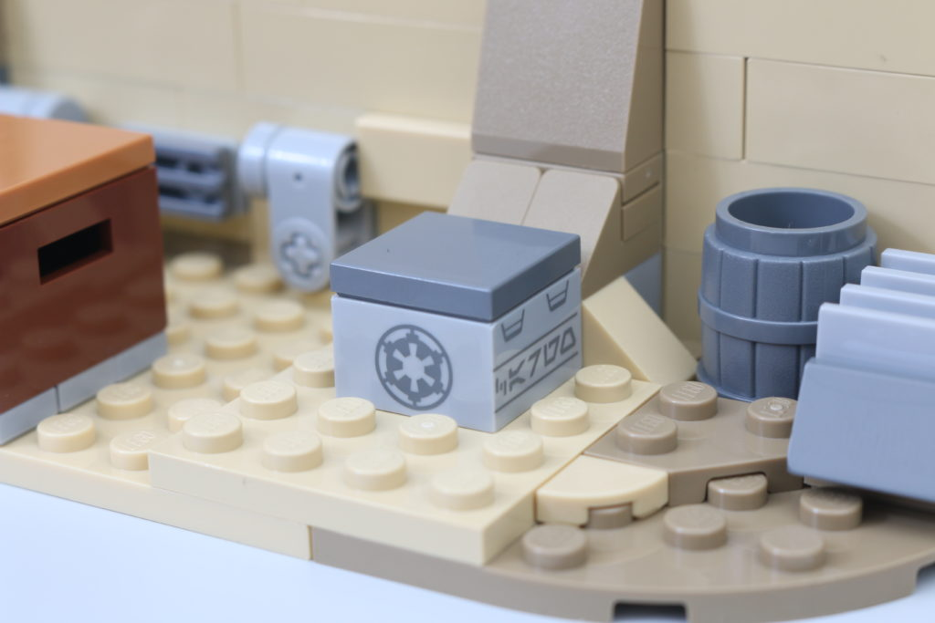 LEGO Star Wars 75290 Mos Eisley Cantina Review 48