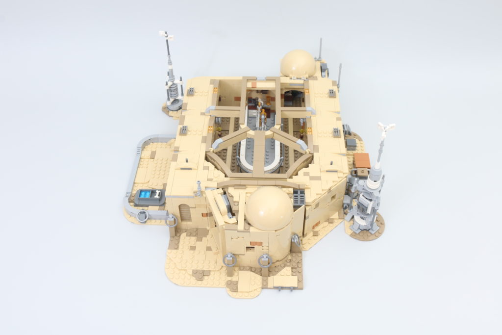 LEGO Star Wars 75290 Mos Eisley Cantina Review 51