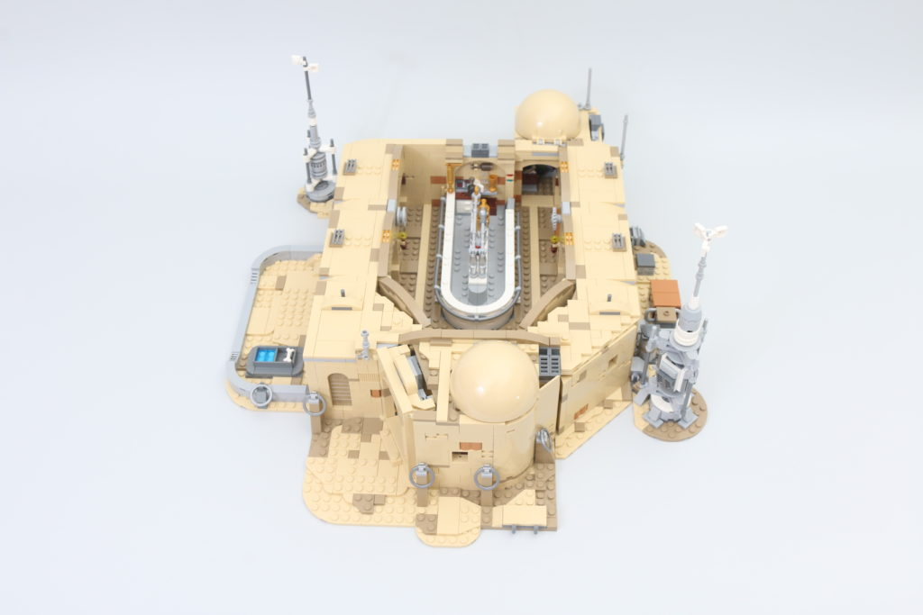 LEGO Star Wars 75290 Mos Eisley Cantina Review 52