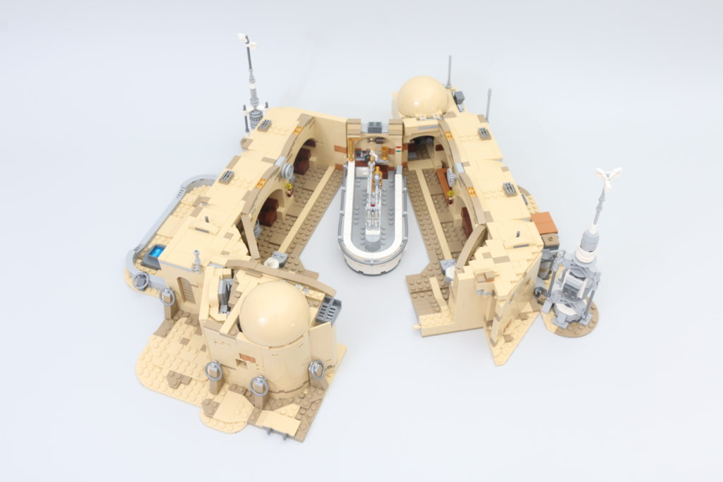 LEGO Star Wars 75290 Mos Eisley Cantina Review 53