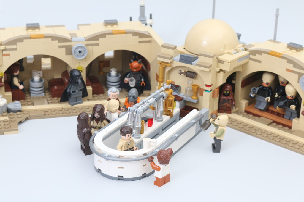 LEGO Star Wars 75290 Mos Eisley Cantina Review 56