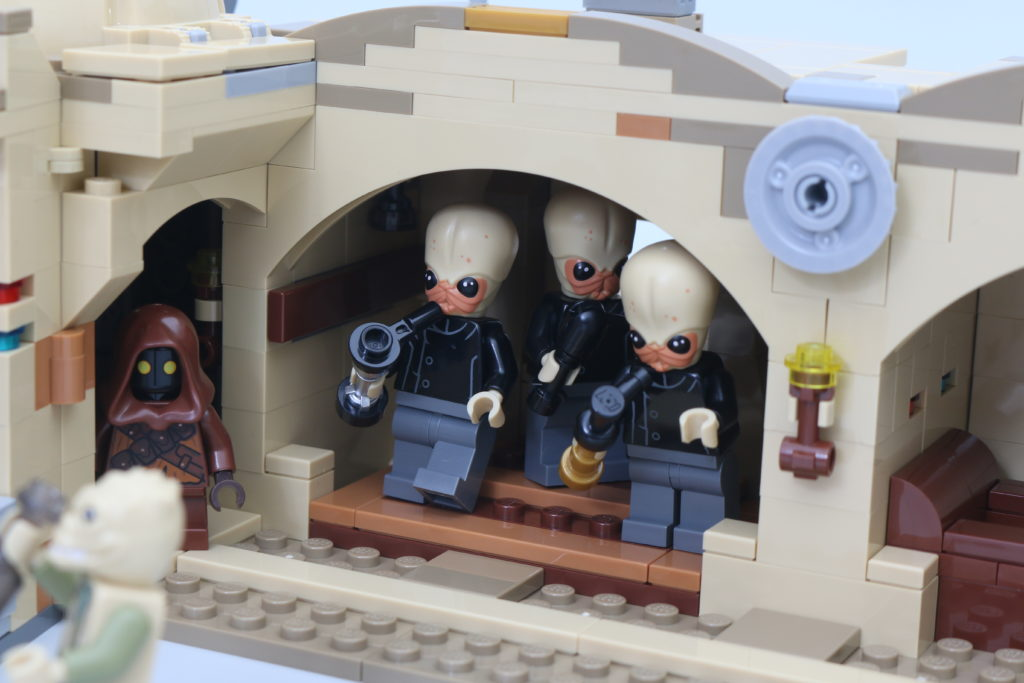 LEGO Star Wars 75290 Mos Eisley Cantina Review 57