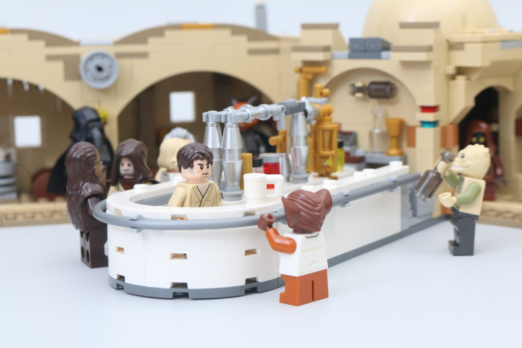 LEGO Star Wars 75290 Mos Eisley Cantina Review 58