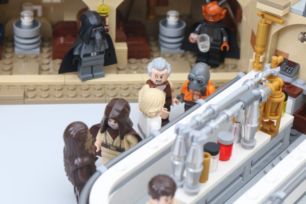 LEGO Star Wars 75290 Mos Eisley Cantina Review 59