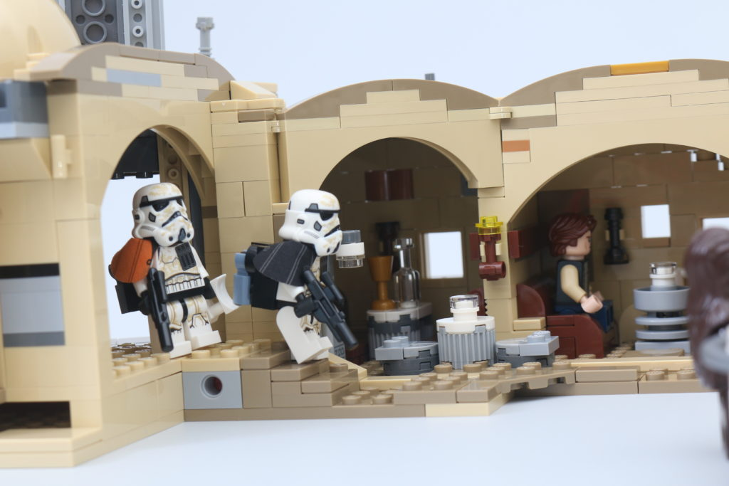 LEGO Star Wars 75290 Mos Eisley Cantina Review 60