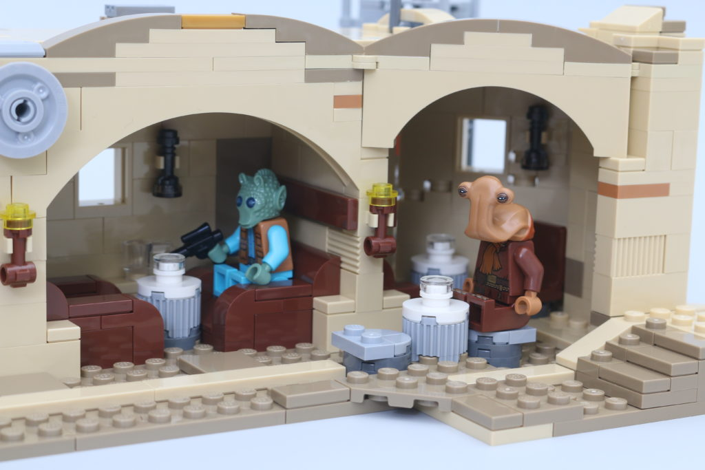 LEGO Star Wars 75290 Mos Eisley Cantina Review 63