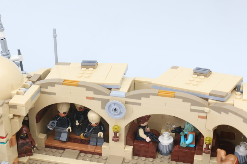 LEGO Star Wars 75290 Mos Eisley Cantina Review 64