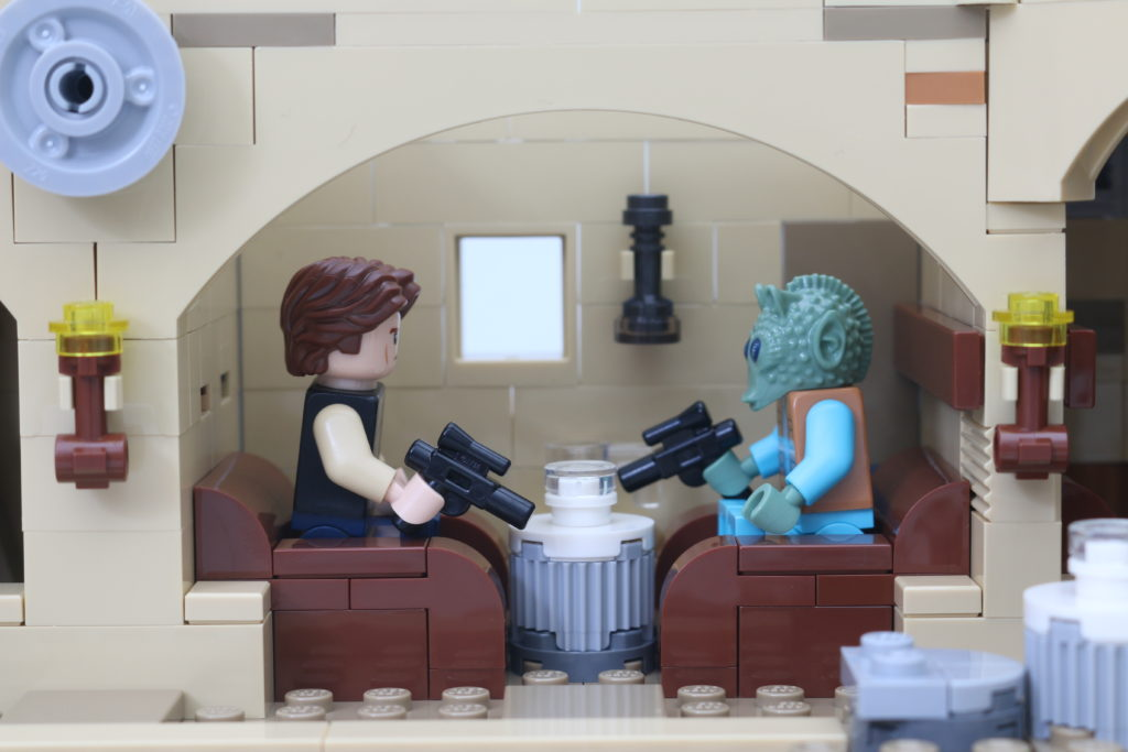 LEGO Star Wars 75290 Mos Eisley Cantina Review 65
