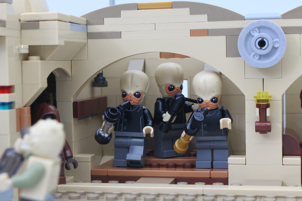 LEGO Star Wars 75290 Mos Eisley Cantina Review 66