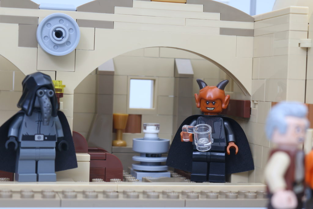 LEGO Star Wars 75290 Mos Eisley Cantina Review 67