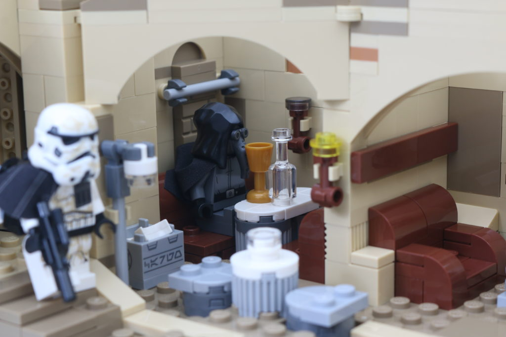 LEGO Star Wars 75290 Mos Eisley Cantina Review 68