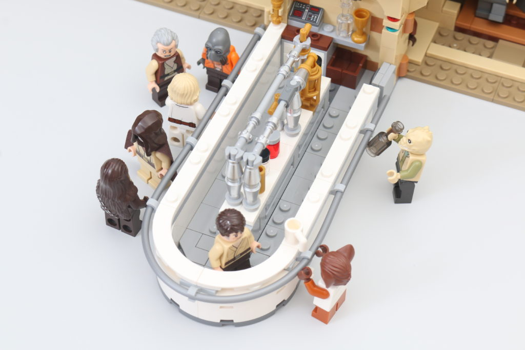 LEGO Star Wars 75290 Mos Eisley Cantina Review 71