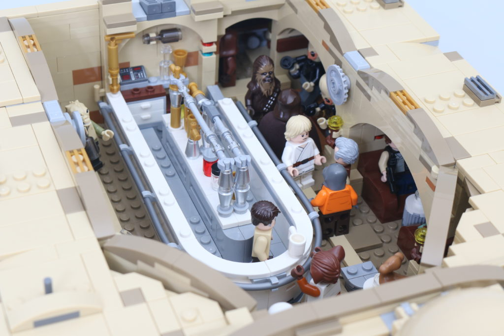 LEGO Star Wars 75290 Mos Eisley Cantina Review 72
