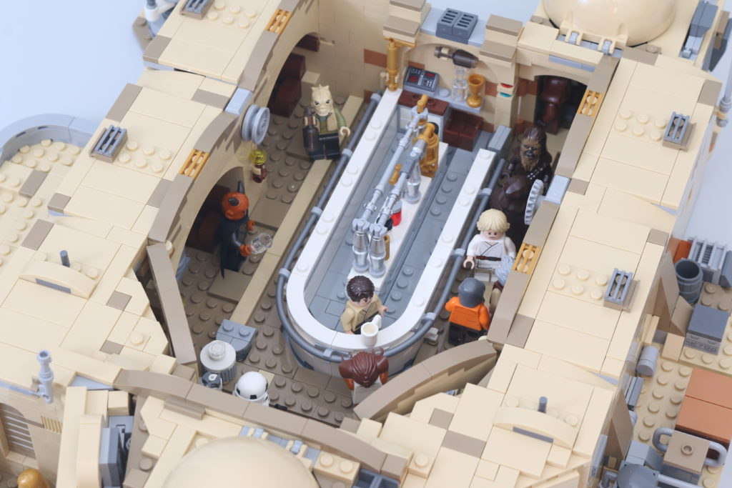 LEGO Star Wars 75290 Mos Eisley Cantina Review 76