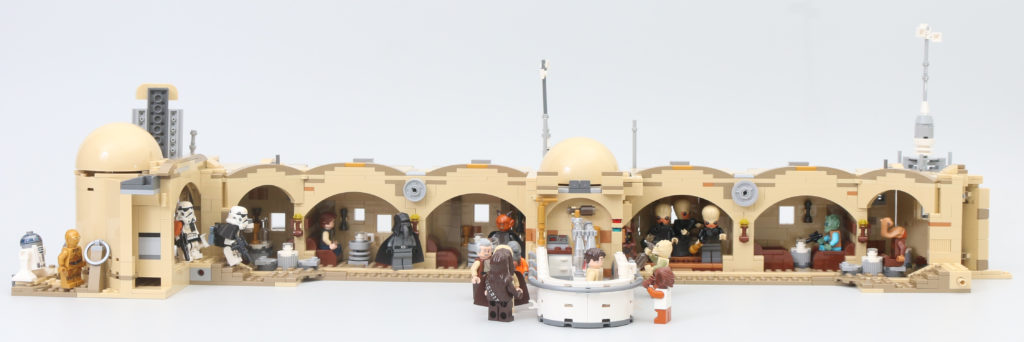 LEGO Star Wars 75290 Mos Eisley Cantina Review 77