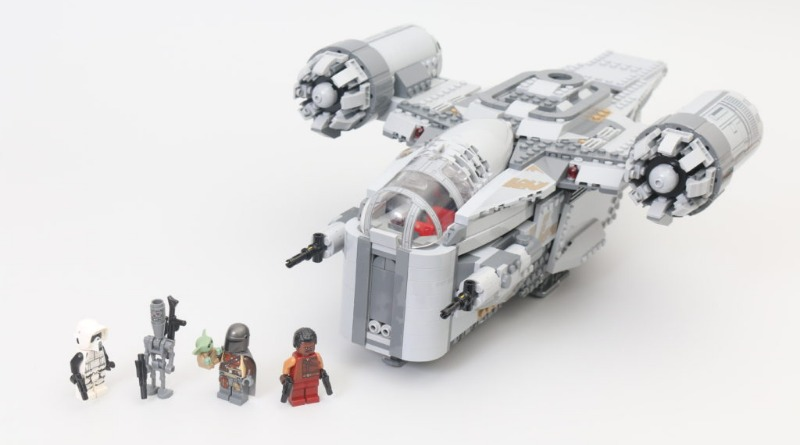 LEGO Star Wars 75292 The Mandalorian Bounty Hunter Transport The Razor Crest Featured 2