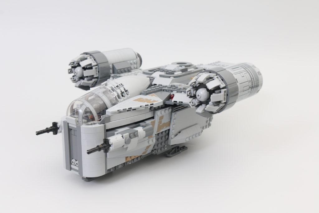 LEGO Star Wars 75292 The Mandalorian Bounty Hunter Transport The Razor Crest Review 10