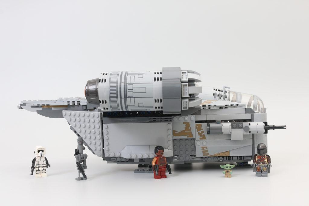 LEGO Star Wars 75292 The Mandalorian Bounty Hunter Transport The Razor Crest Review 13