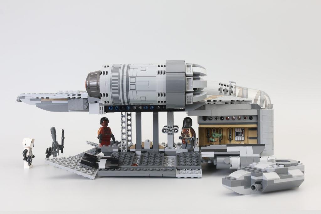 LEGO Star Wars 75292 The Mandalorian Bounty Hunter Transport The Razor Crest Review 14