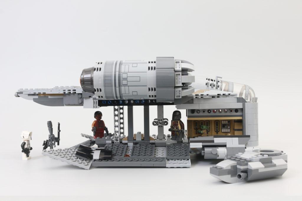 LEGO Star Wars 75292 The Mandalorian Bounty Hunter Transport The Razor Crest review 14i