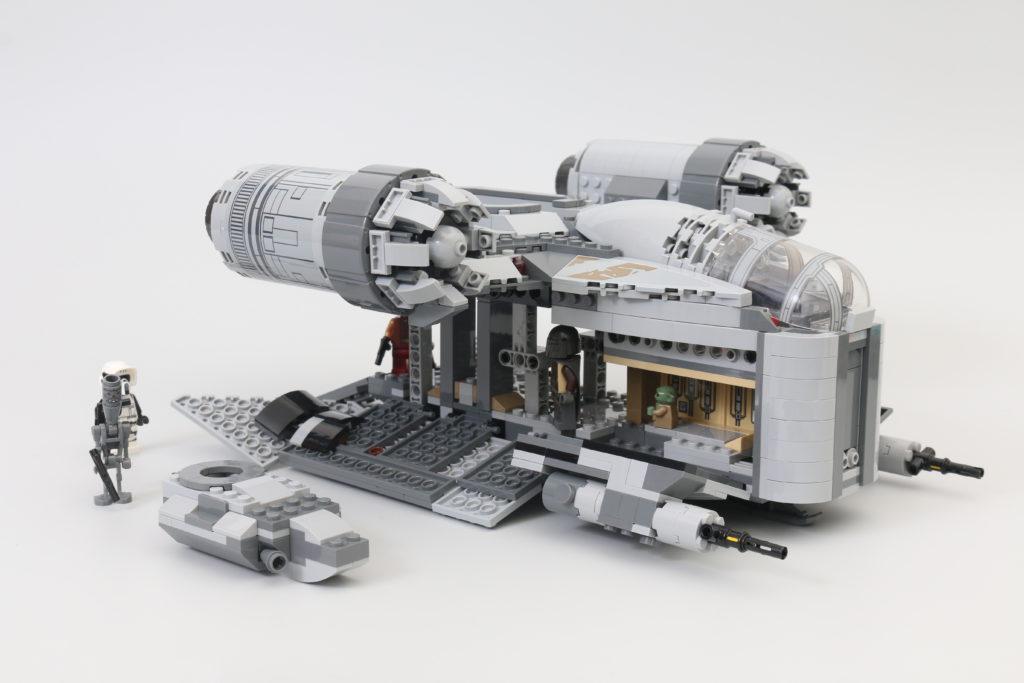 LEGO Star Wars 75292 The Mandalorian Bounty Hunter Transport The Razor Crest Review 15