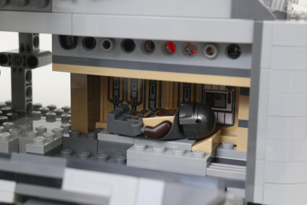 LEGO Star Wars 75292 The Mandalorian Bounty Hunter Transport The Razor Crest Review 17