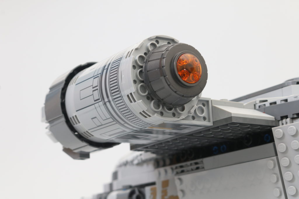 LEGO Star Wars 75292 The Mandalorian Bounty Hunter Transport The Razor Crest Review 24