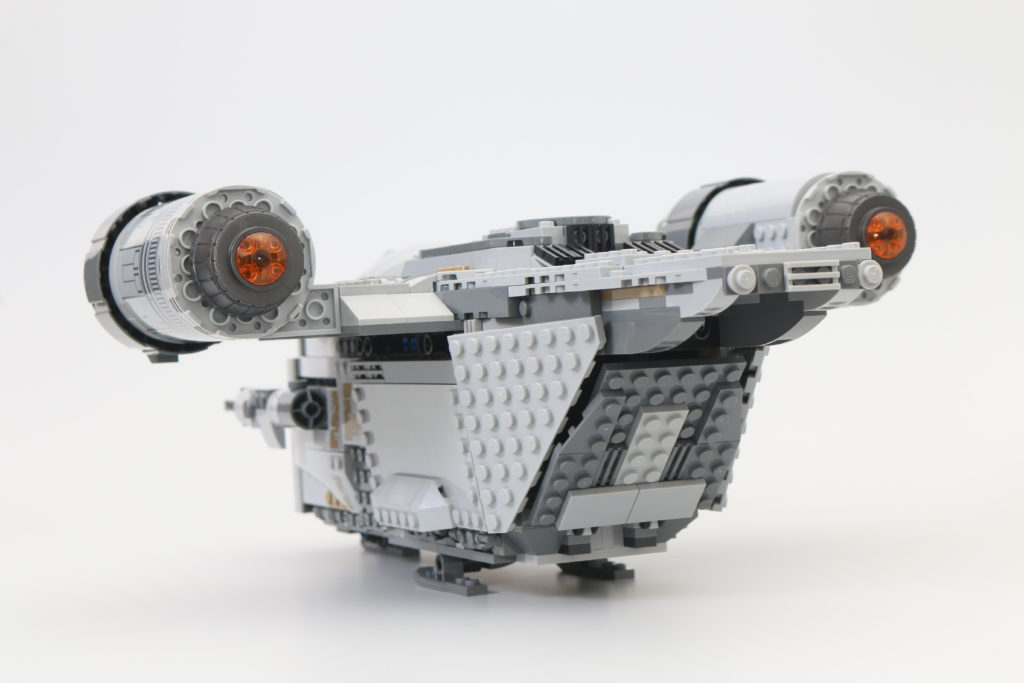 LEGO Star Wars 75292 The Mandalorian Bounty Hunter Transport The Razor Crest Review 28