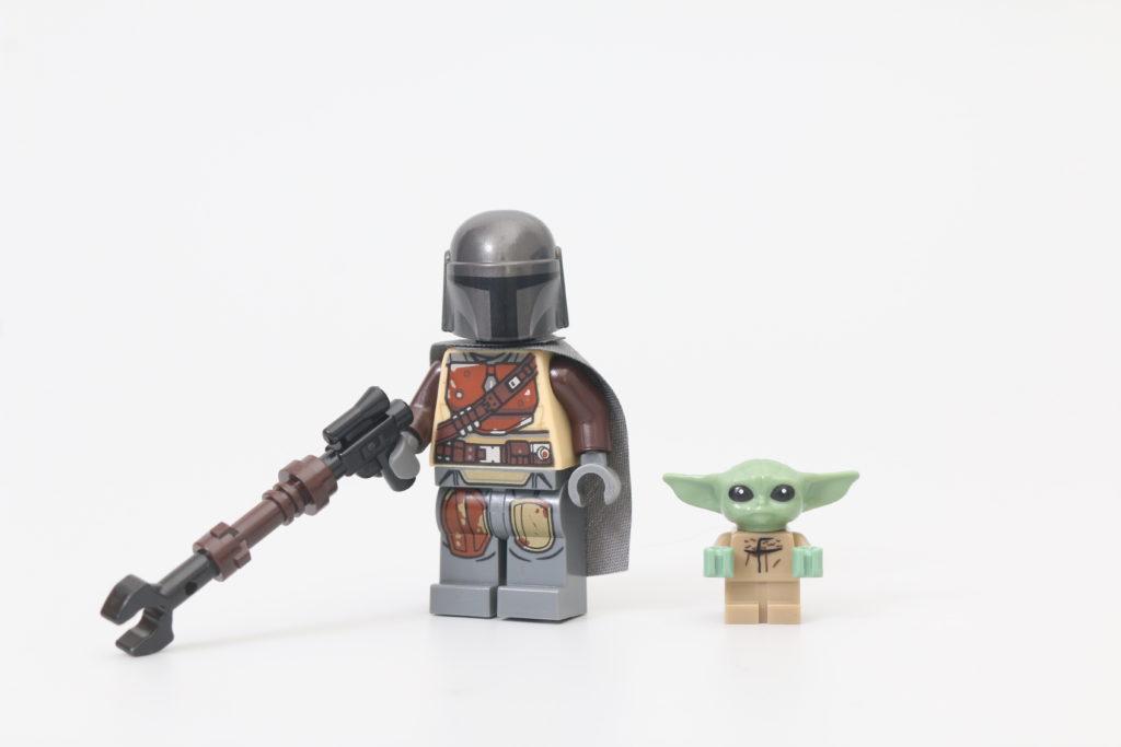 LEGO Star Wars 75292 The Mandalorian Bounty Hunter Transport The Razor Crest Review 3