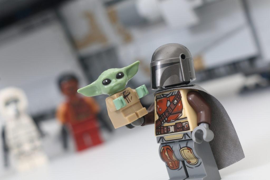 LEGO Star Wars 75292 The Mandalorian Bounty Hunter Transport The Razor Crest Review 32