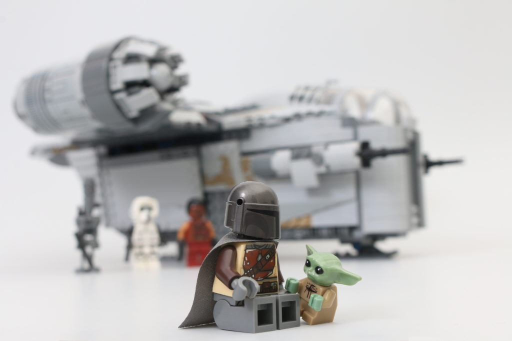 LEGO Star Wars 75292 The Mandalorian Bounty Hunter Transport The Razor Crest Review 33i