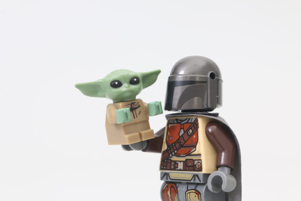 LEGO Star Wars 75292 The Mandalorian Bounty Hunter Transport The Razor Crest Review 5