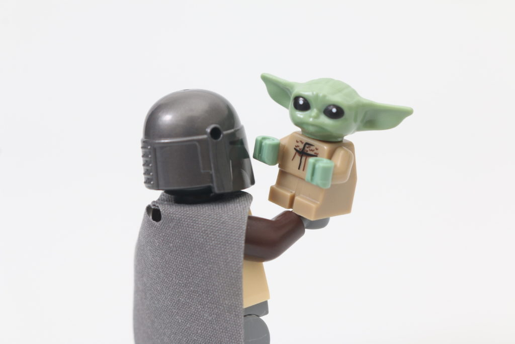 LEGO Star Wars 75292 The Mandalorian Bounty Hunter Transport The Razor Crest Review 6