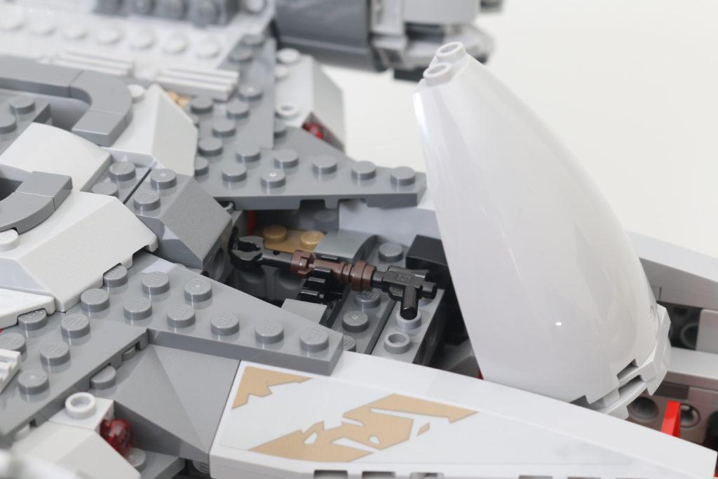 LEGO Star Wars 75292 The Mandalorian Bounty Hunter Transport The Razor Crest Review 7