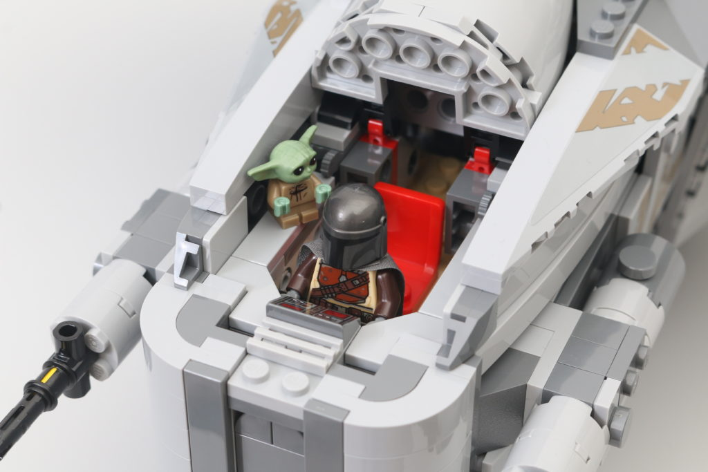 LEGO Star Wars 75292 The Mandalorian Bounty Hunter Transport The Razor Crest Review 8