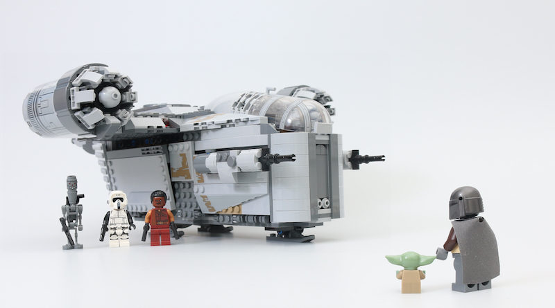 LEGO Star Wars 75292 The Mandalorian Bounty Hunter Transport The Razor Crest Review Title 800x445