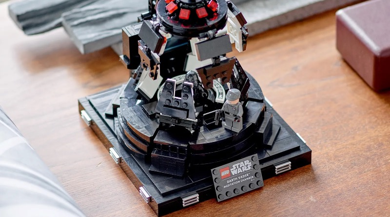 LEGO Star Wars 75296 Darth Vader Meditation Chamber Featured 2